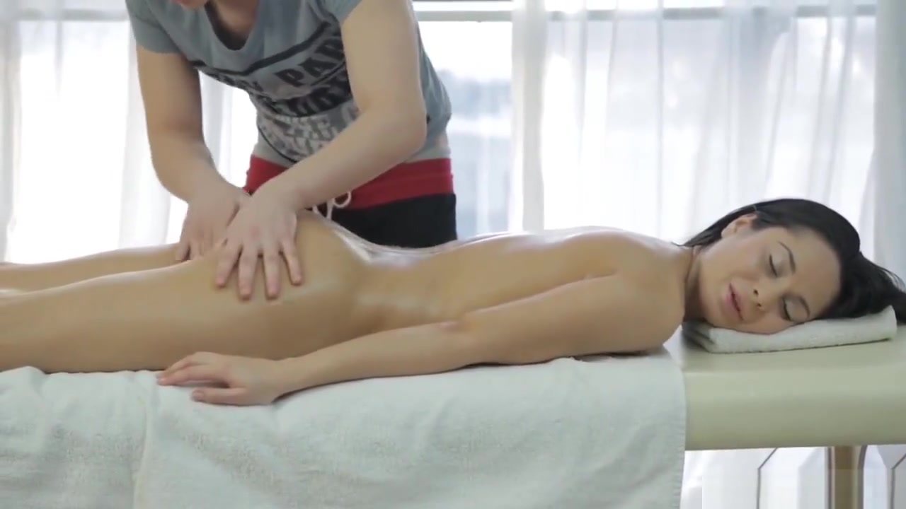 Massaging Hot Teen Before Jizzing On Her Face sliding waterpik sprayer inside girlfriends vagina