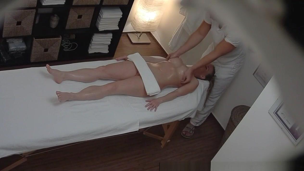 Hot Nude gallery Wife upskirt