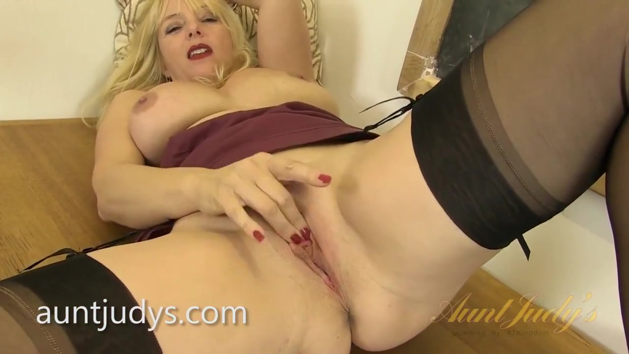 Porn pic Busty tattooed milf party banged