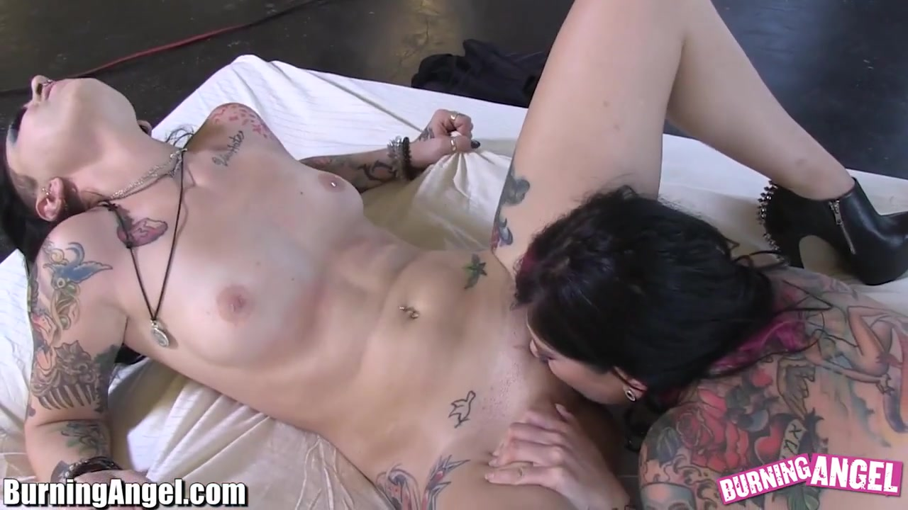 Pornb xxx lesbians Showe