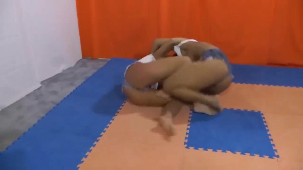 Porno masturbation lesbi Striptease