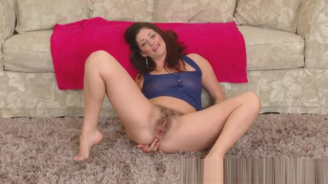 Alicia Silver Plays with Her Pubes and Shows off Sex Sama Hiwan