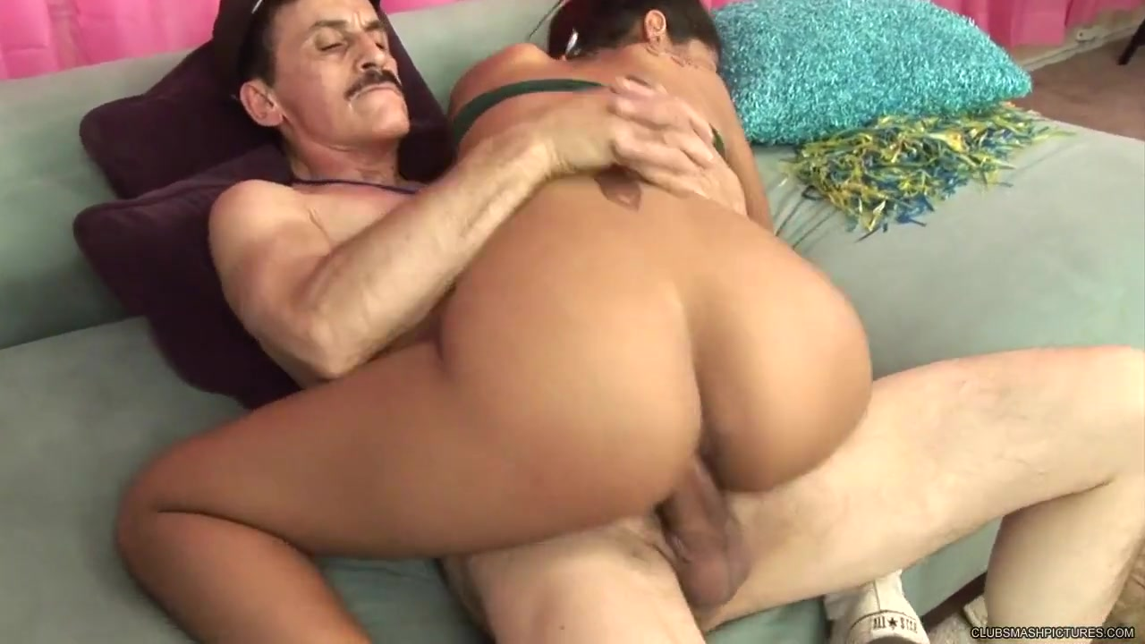 Foursome loving dyke drilled with machine Pron Videos