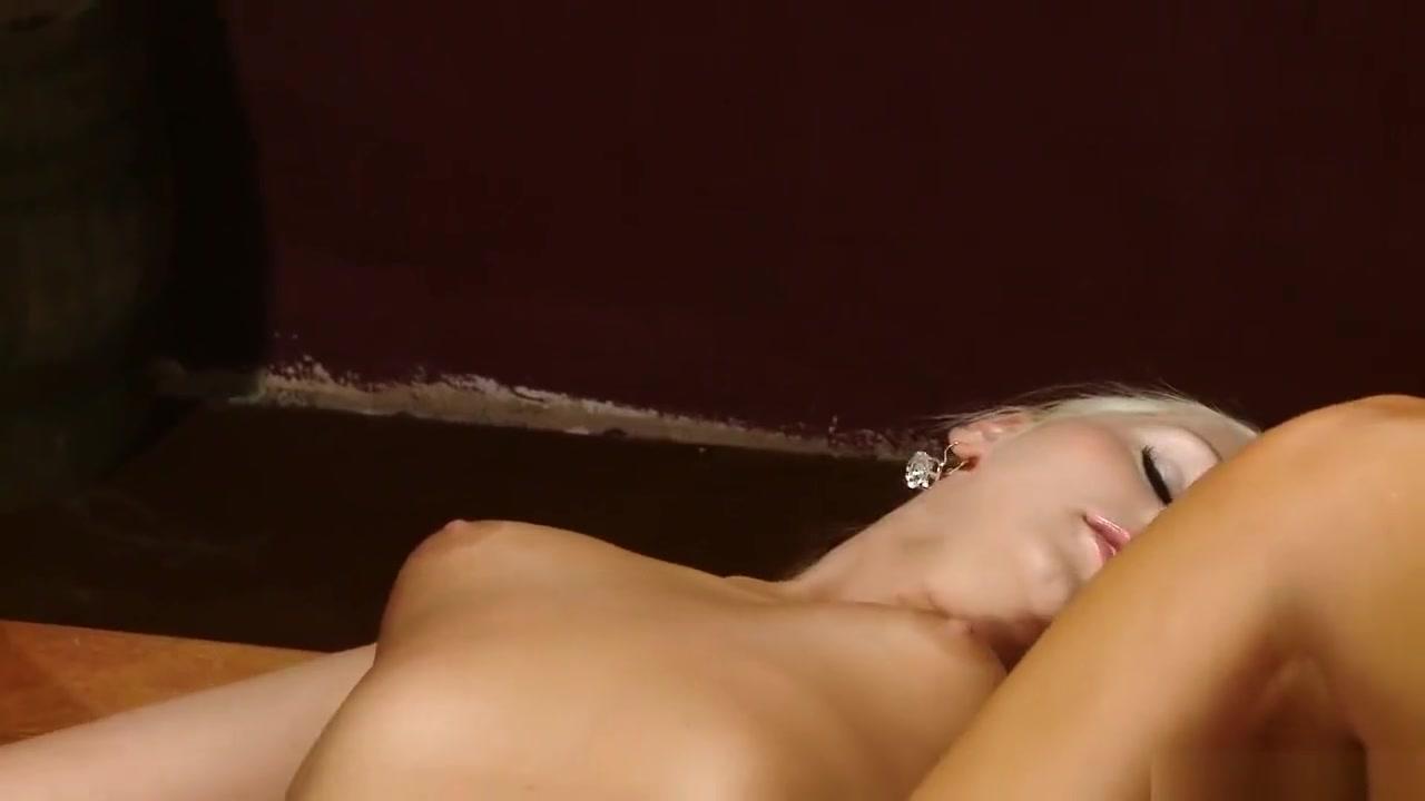 Sexi Outdoor fuckk lesbion