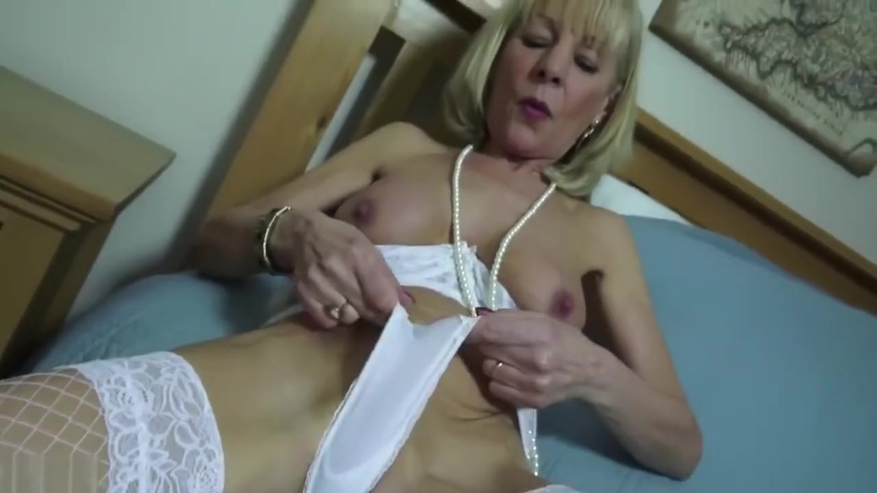 Mature lady wakes up lover for sex XXX pics