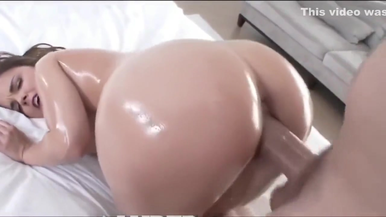 Gorgeous Blonde Slave Taking A Bath Sexy Galleries