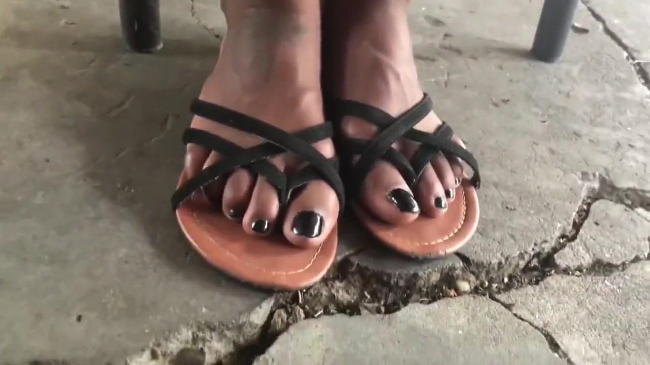 Ebony feet Vixen gets immense pleasure of hardcore ass slam