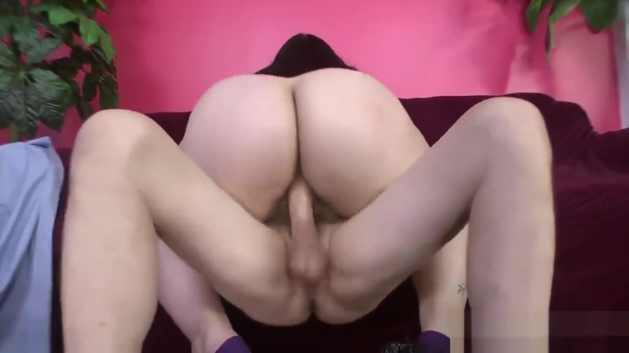 Nude photos Big tits milf gives an outstanding blowjob