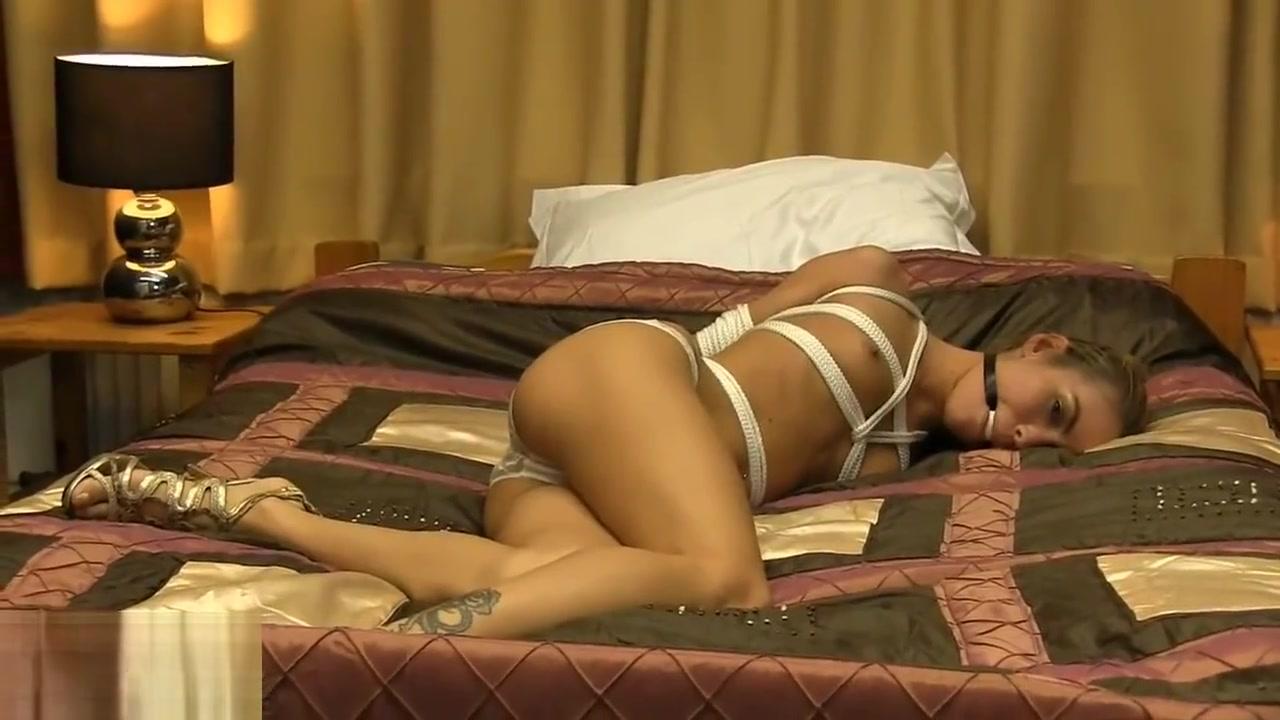 Porn clips Best lesbian kiss scenes