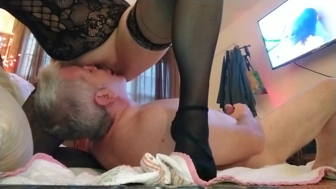 Sucking that huge clit Diamond and her son's friend