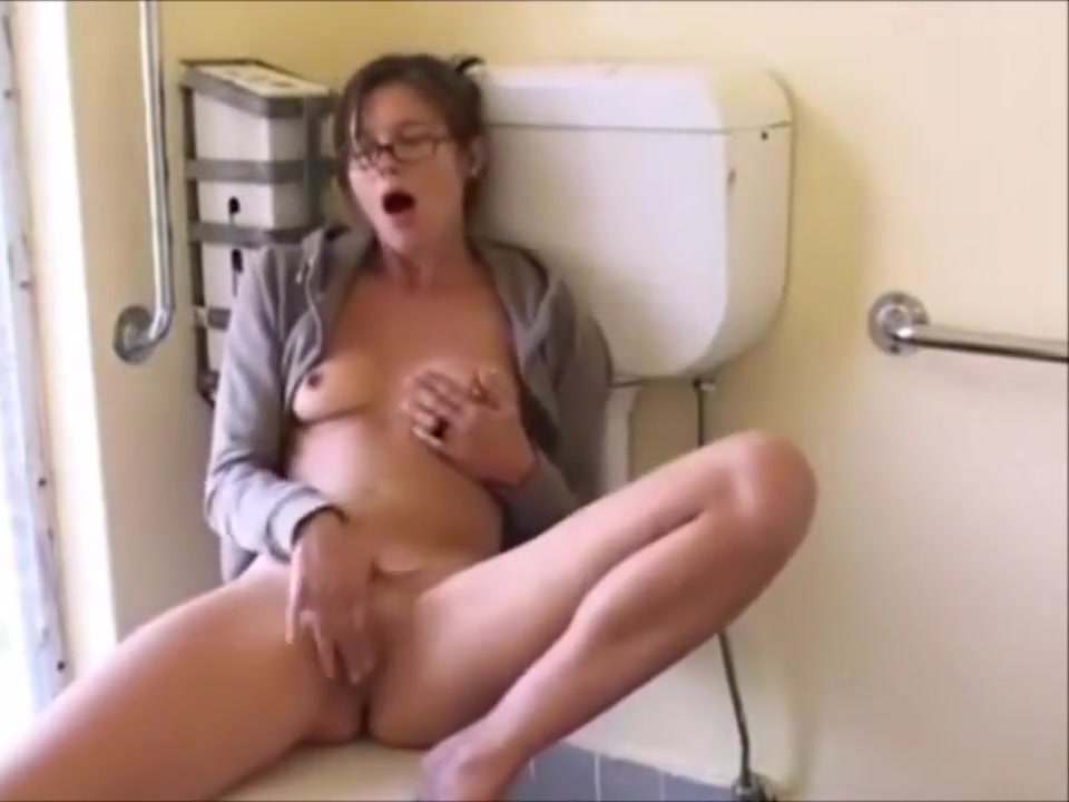 Amazing Milf Fingering Herself In A Public W.C. lesbians kissing naked videos