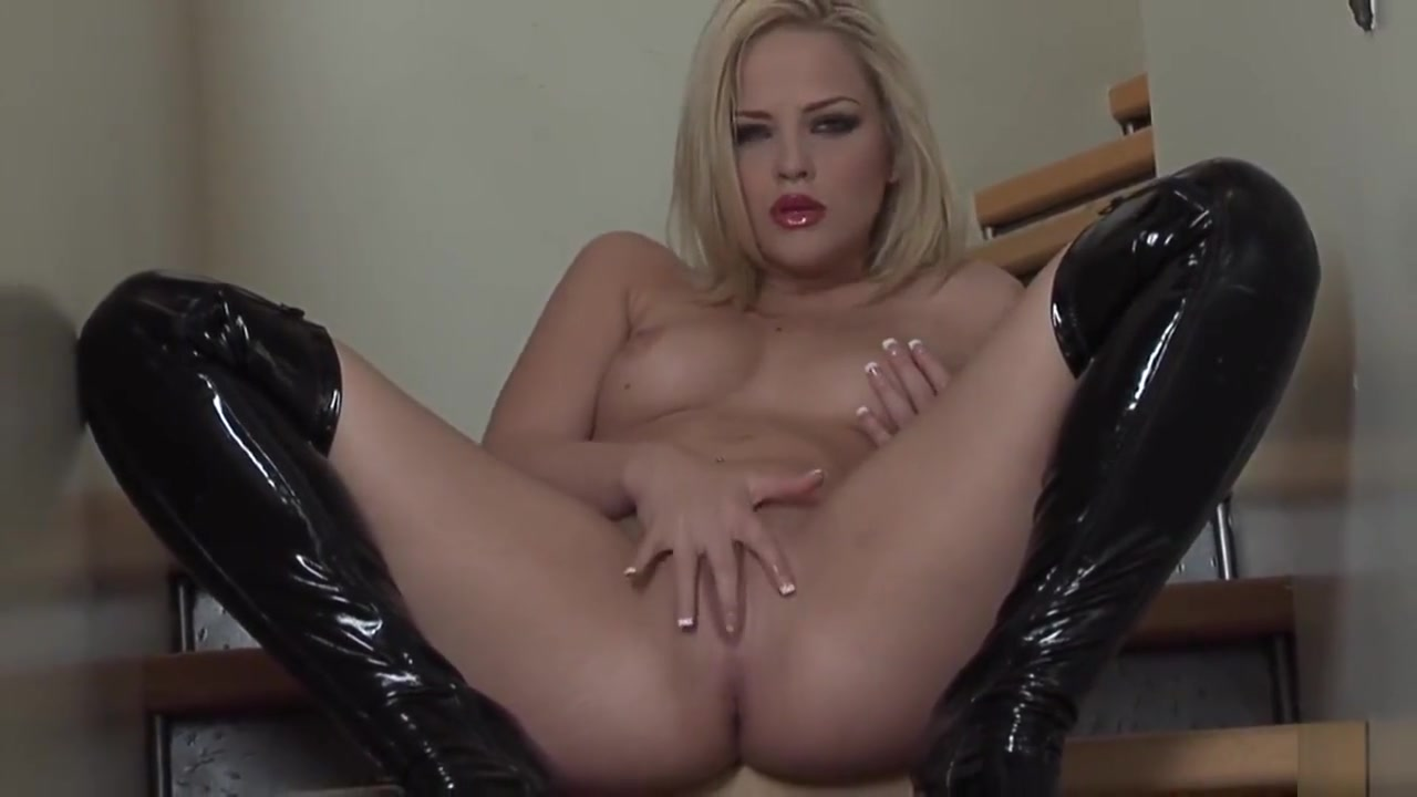 Alexis Texas in Everything Is Bigger In Texas Gay hands free