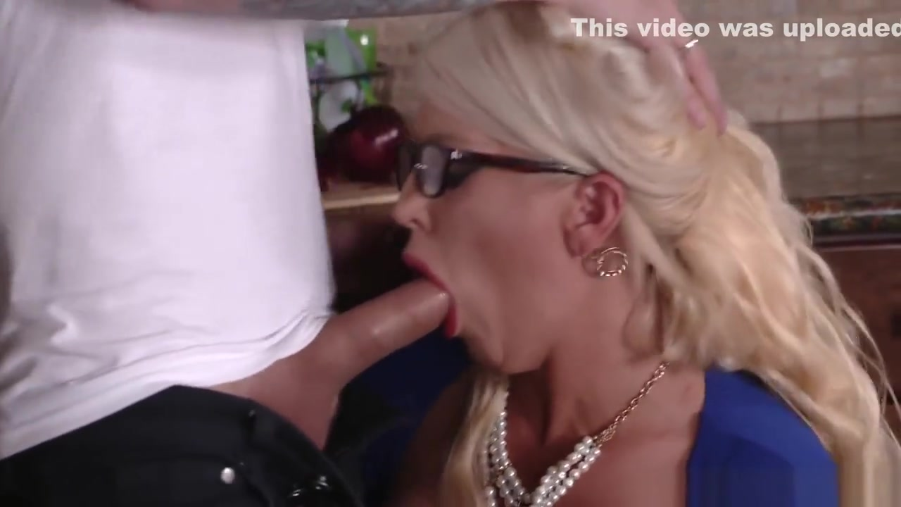 Sexy por pics Small tits customer fucks by fake driver