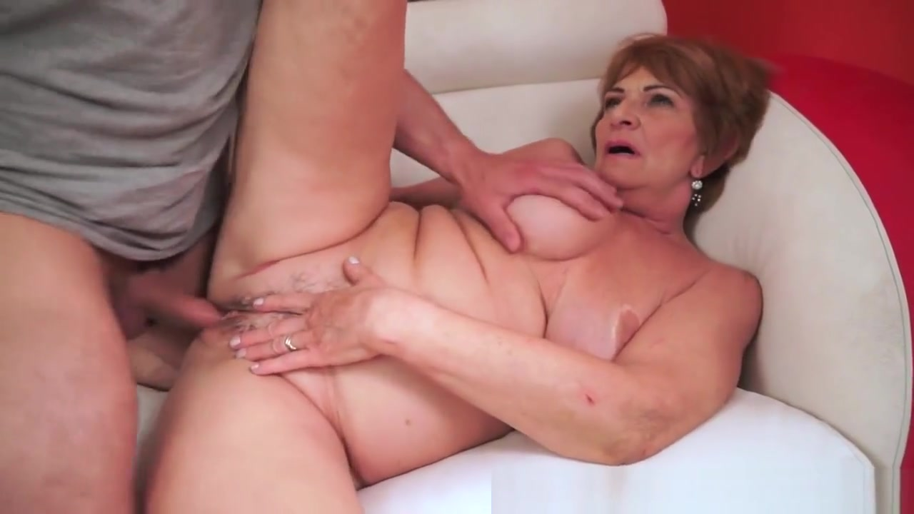 Sexy Video Three beauties licking each other