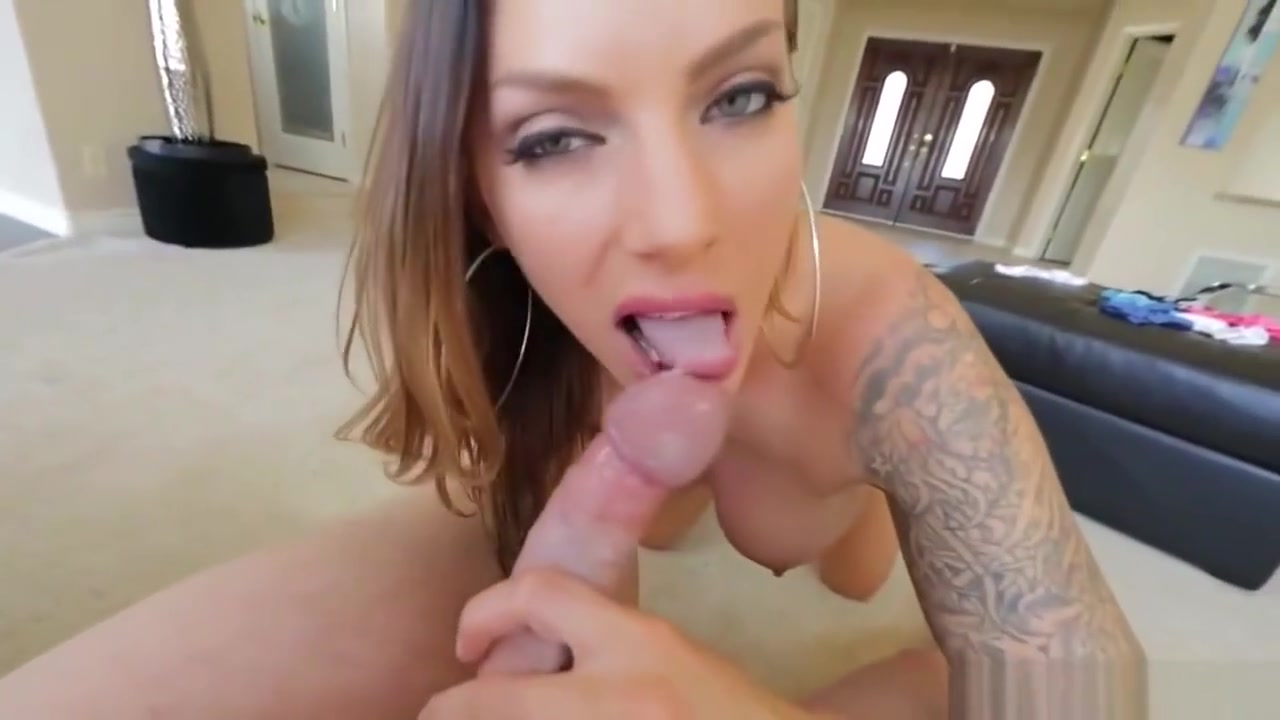Gorgeous Babe Gives A Perfect Blowjob