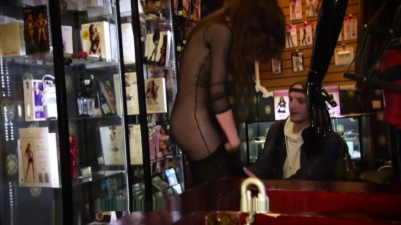 Nude 18+ Phoniex marie big tits offcer