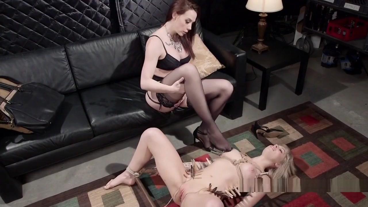 Closet Maid masturbate lesbion