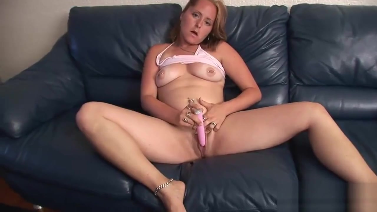 Foxy Blonde Bimbo Masturbates On A Couch Girl and old porn