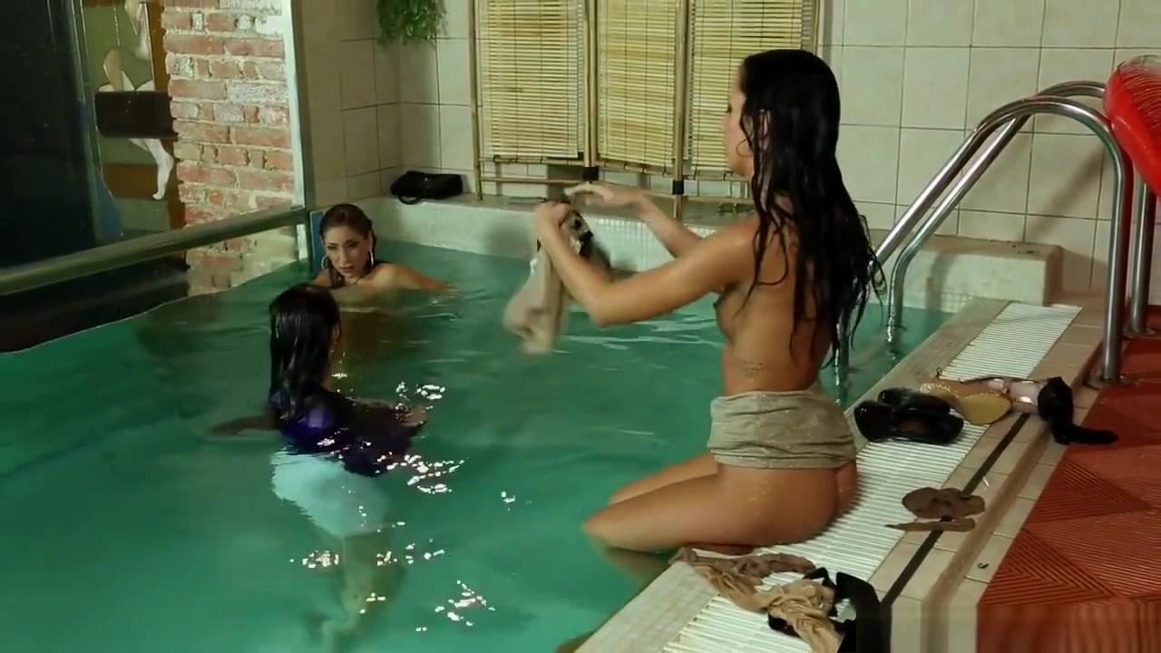 Shiny Satin Pool Pal Freaks Biche sex