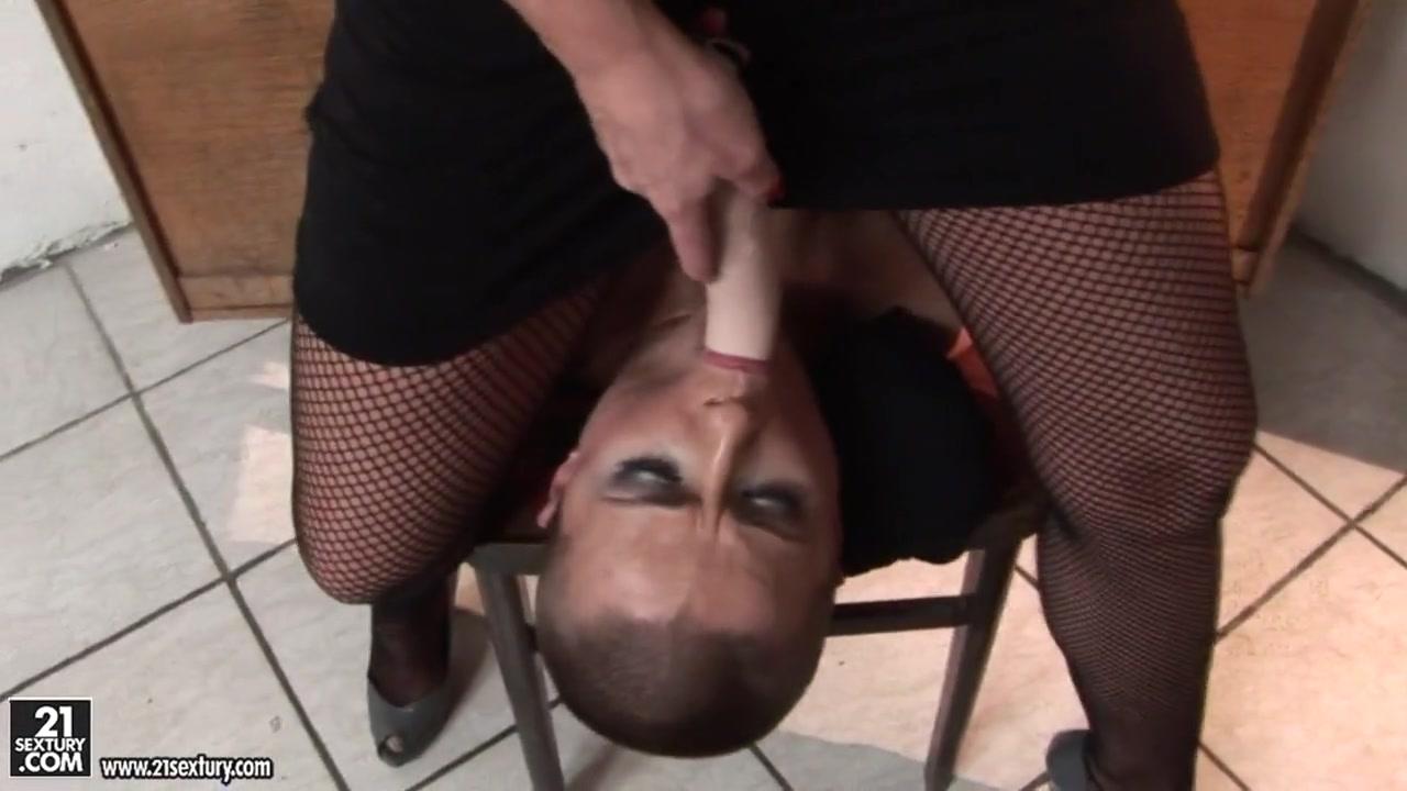 Lesbi fucks Schoolgirl sexx