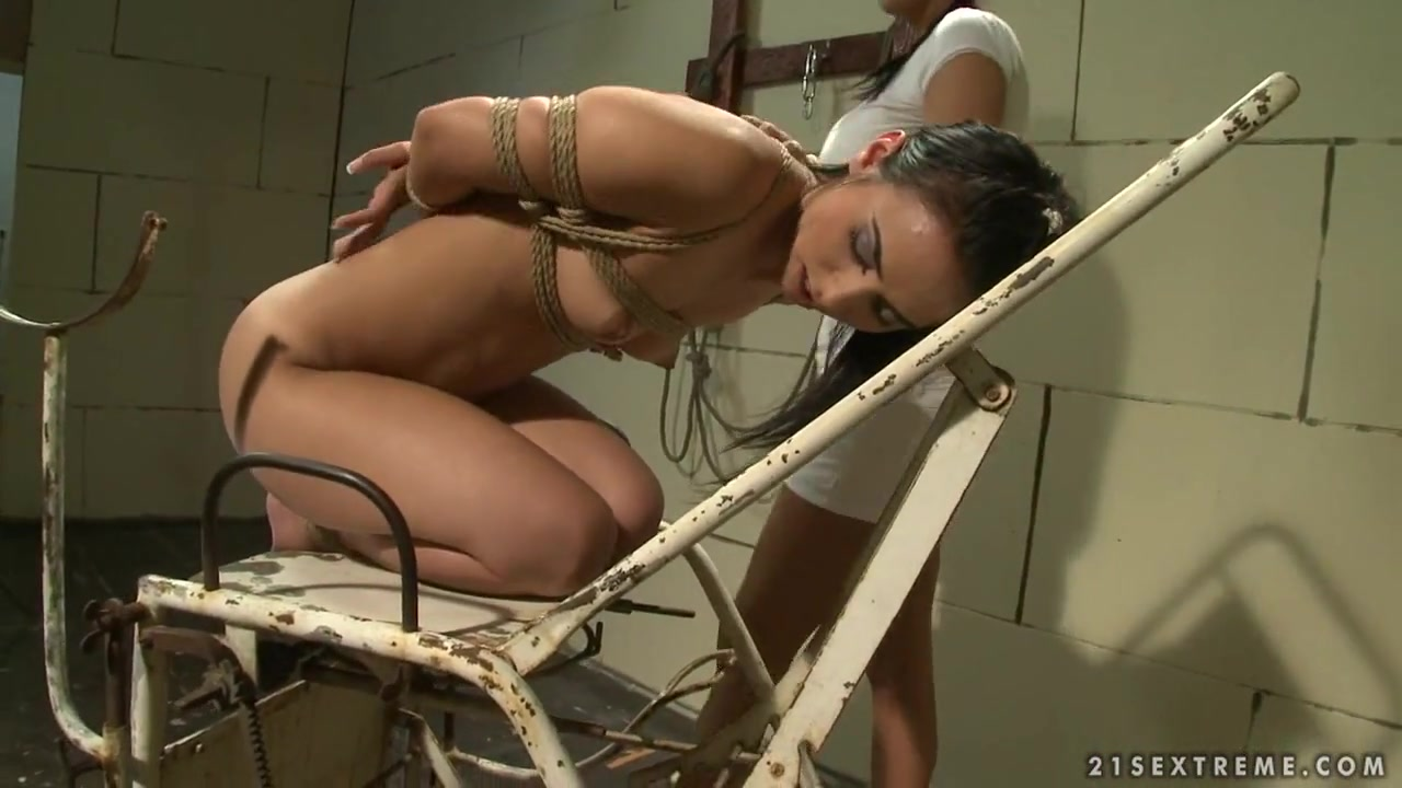 Mandy Bright ti a hot chick on rusty old metal chair Amateur girls getting fucked