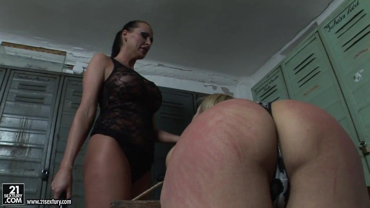 Sexy Erotica fucks lesbion