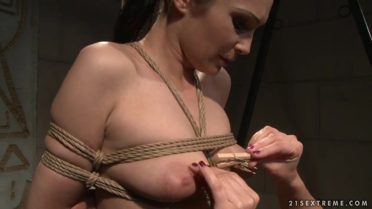 Nude photos Thai chick pics