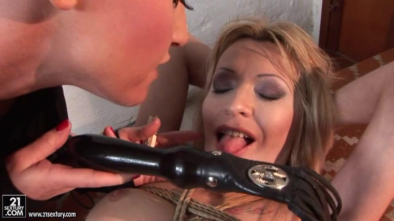 Nude pics Ebony blowjob porn pics