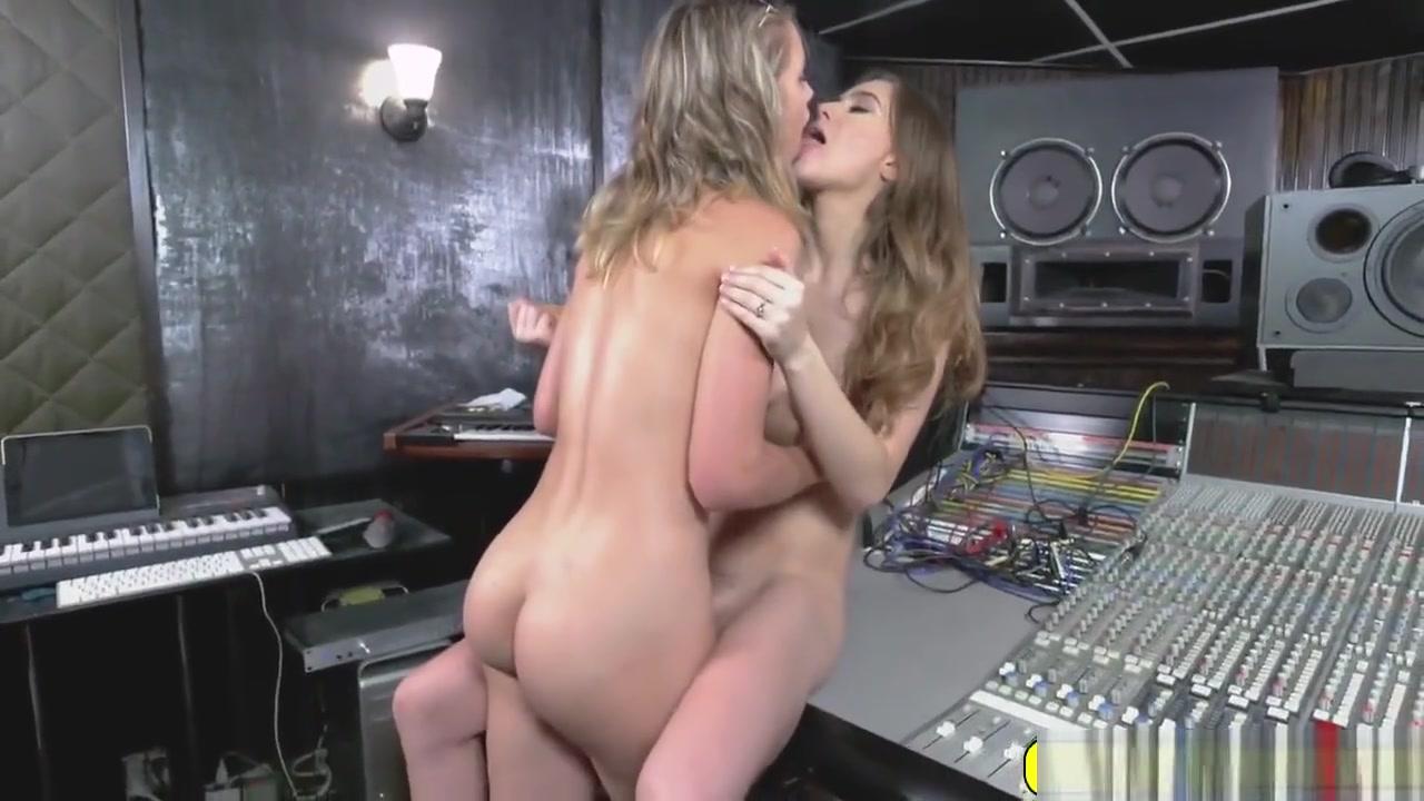 Fuckk orgasim lesben Softcore