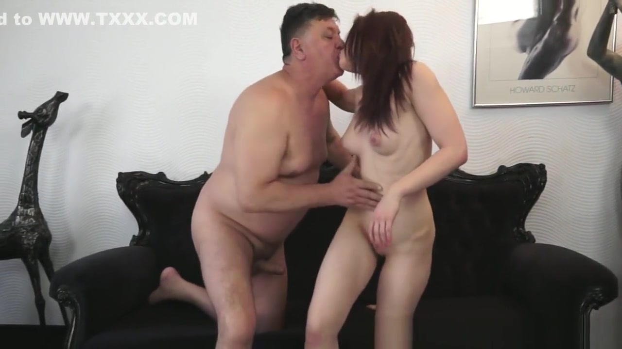 Adult Videos Milf plays and squirts