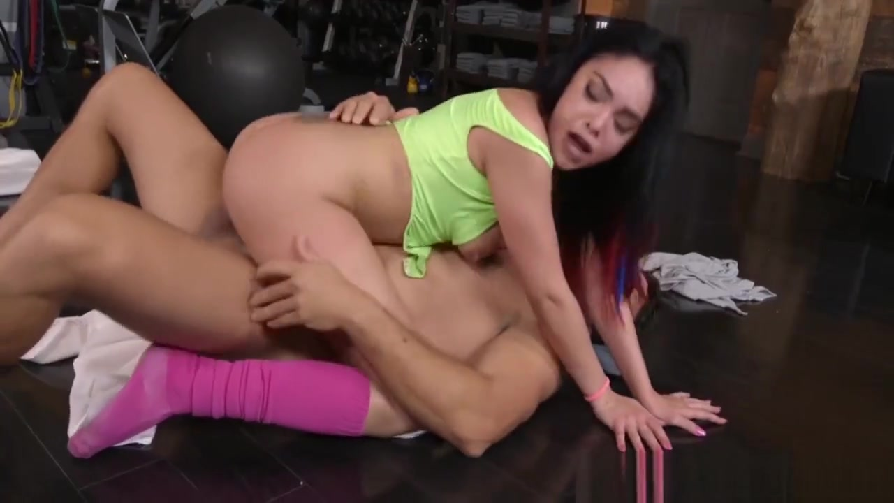 Lucky Guy Thrusts His Monster Fuck Stick In Delicious Cunt Bi Sexual Femdom
