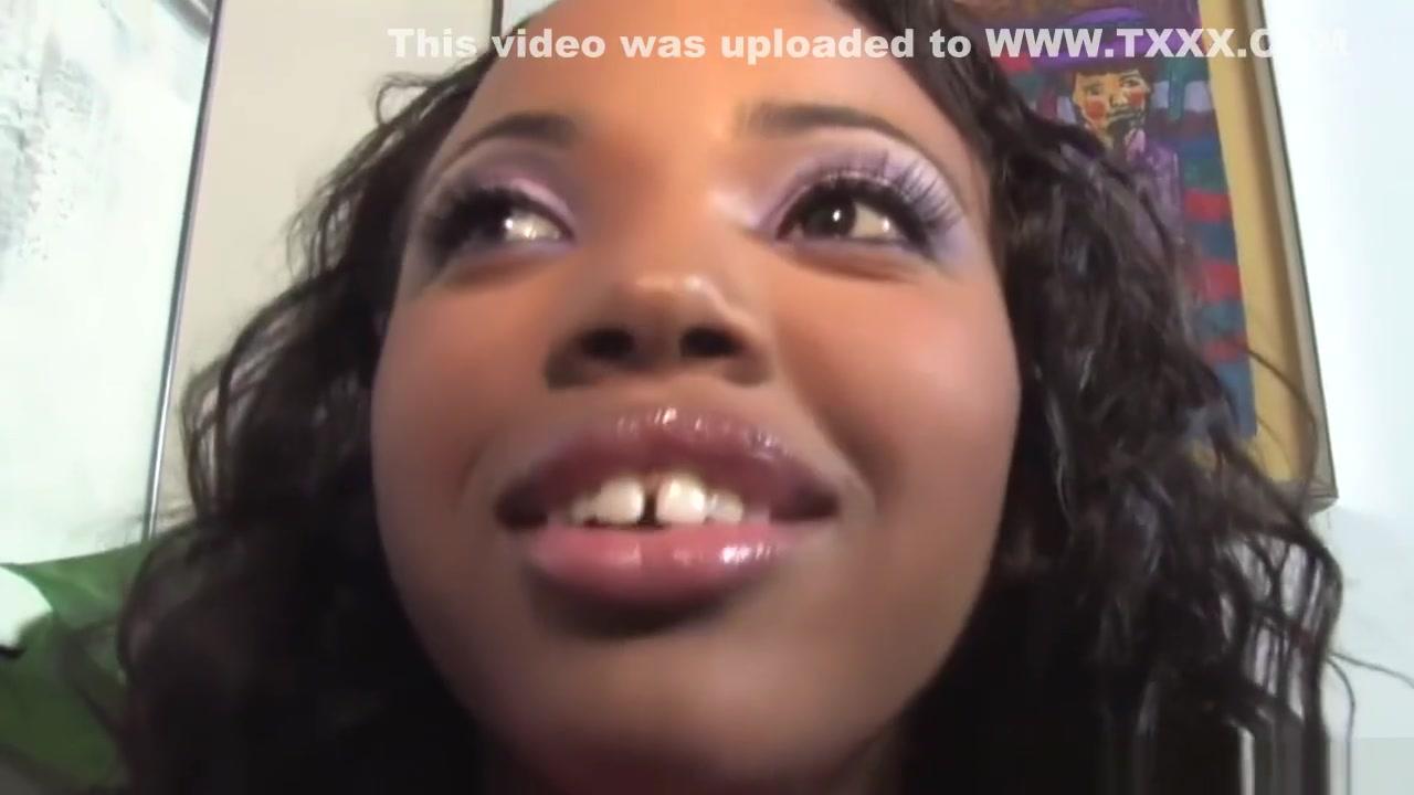 Horne masturbatian lesbiean Ebony