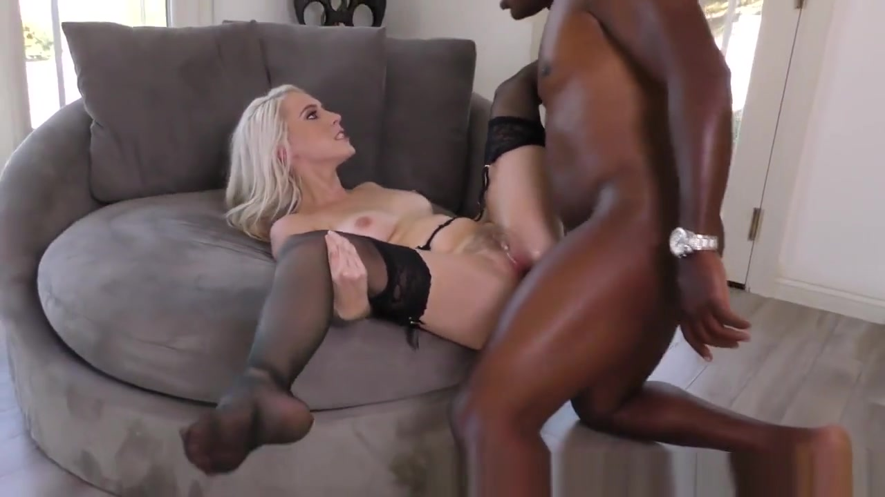 Best porno Busty blondie nice toying her pussy at home