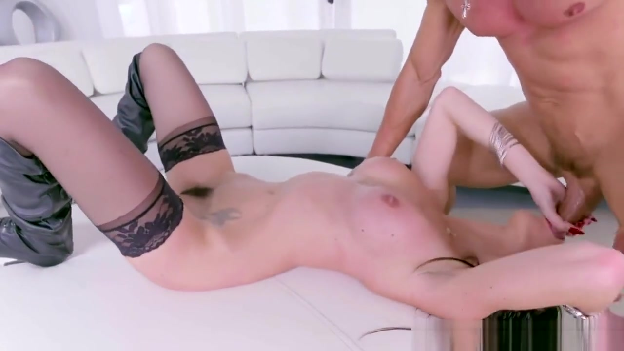 Porno photo Gianna Shows How To Get Sexy On A Huge Cock