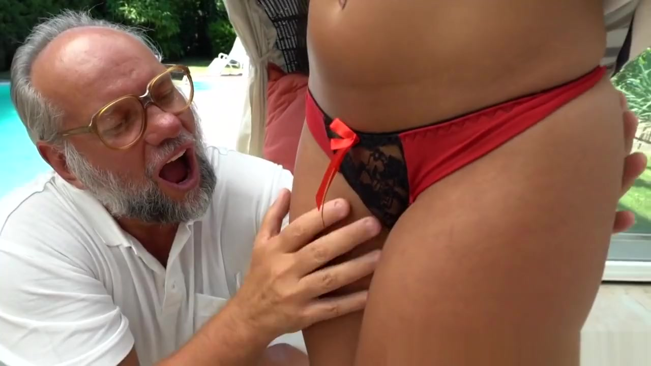 xXx Pics Giant Cock In Her Ass
