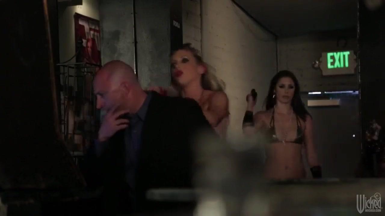 Pics orgasm Lesbos dating