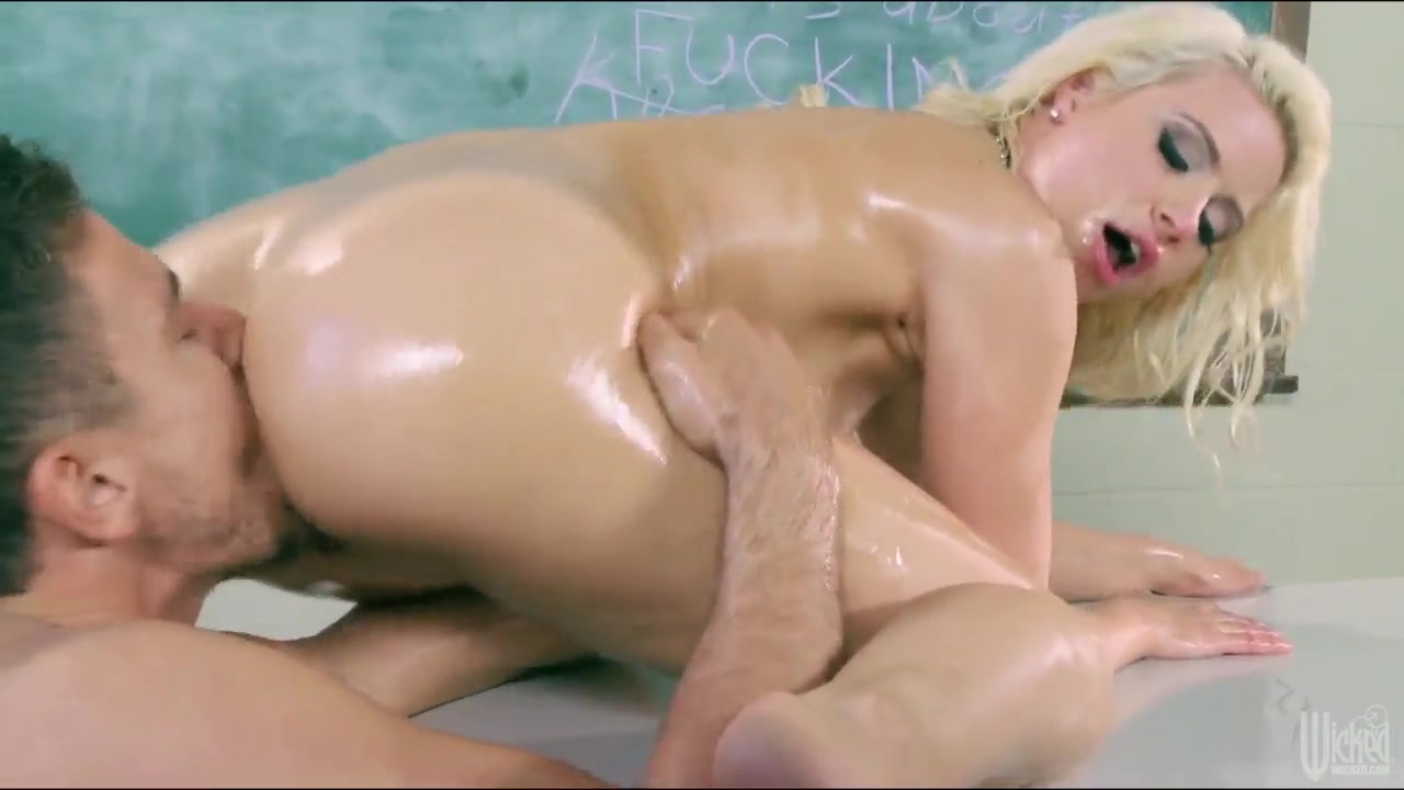 Porn pic College girl hand job