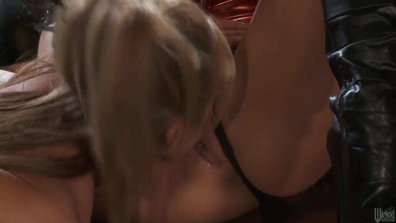 Lesbian fuck porno Striptease