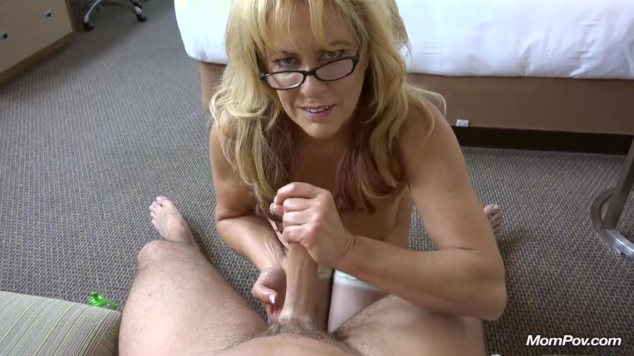 Natural Cougar takes a huge facial Phoenix marie fuck video