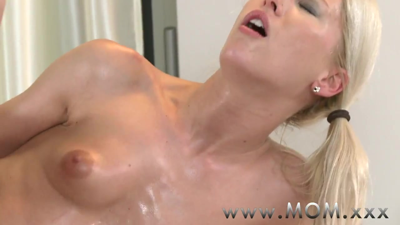 Hot Nude Hot milf anal squirt
