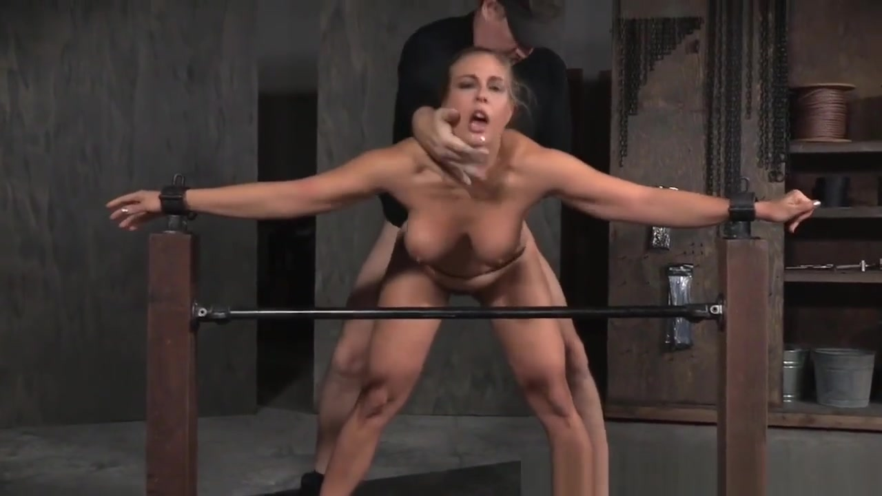 Naked 18+ Gallery Latina milf valentina blows a geek