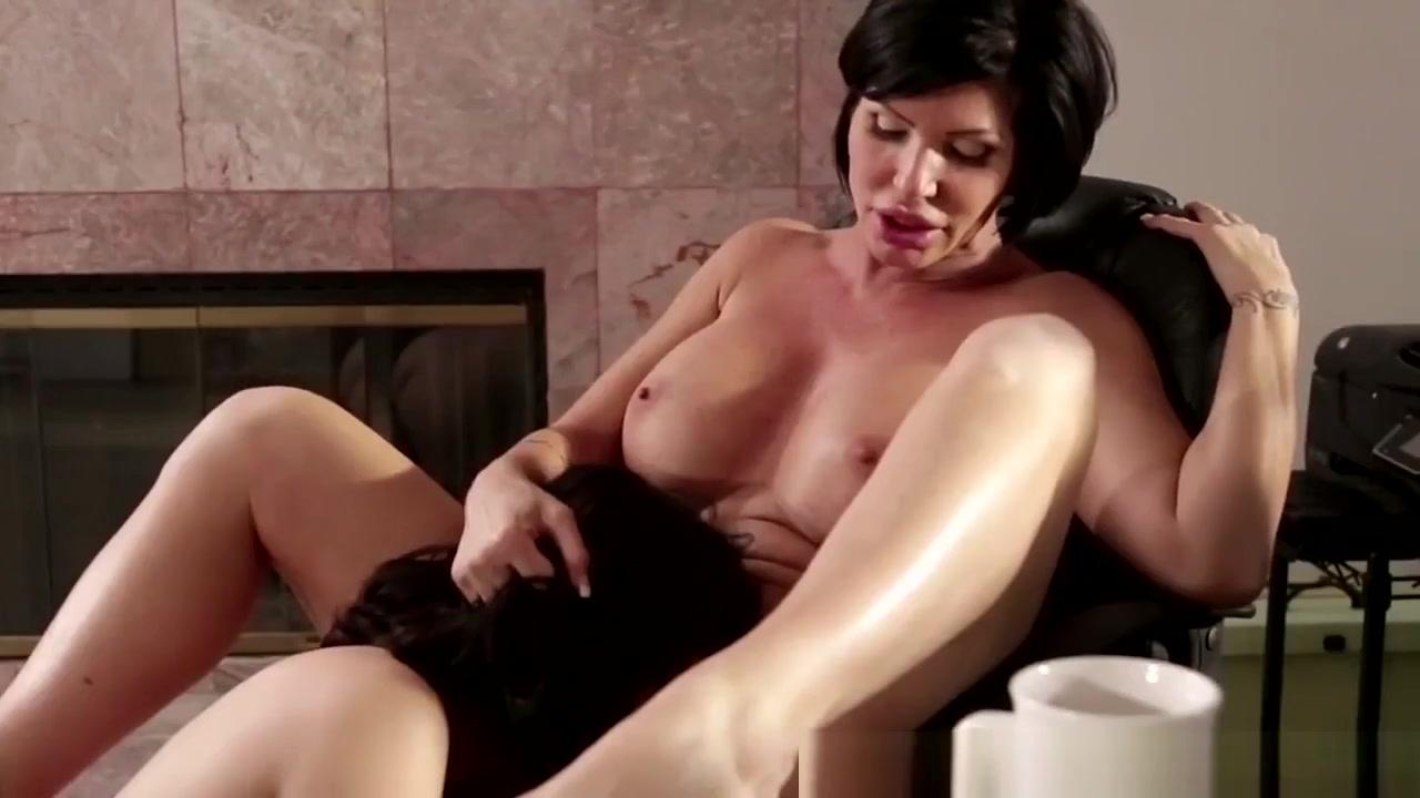 Hookup Lesbiane fucks naked