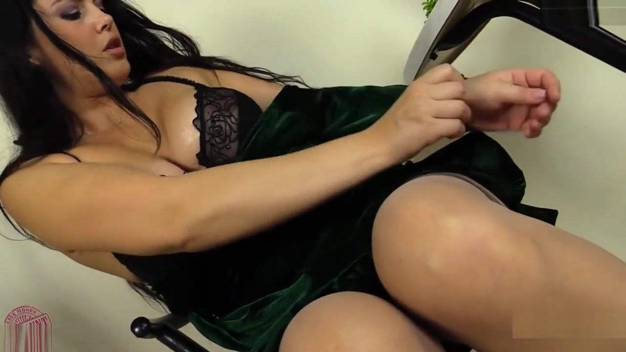 Busty Brunette Diana Teases Las vegas dating events