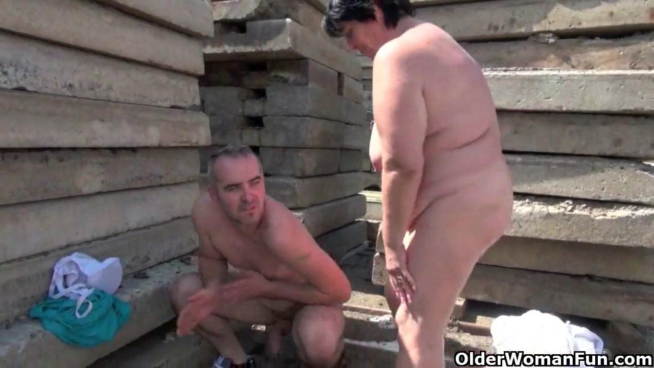 Hot Nude Sweetheart Jessa Rhodes Films herself with MILF