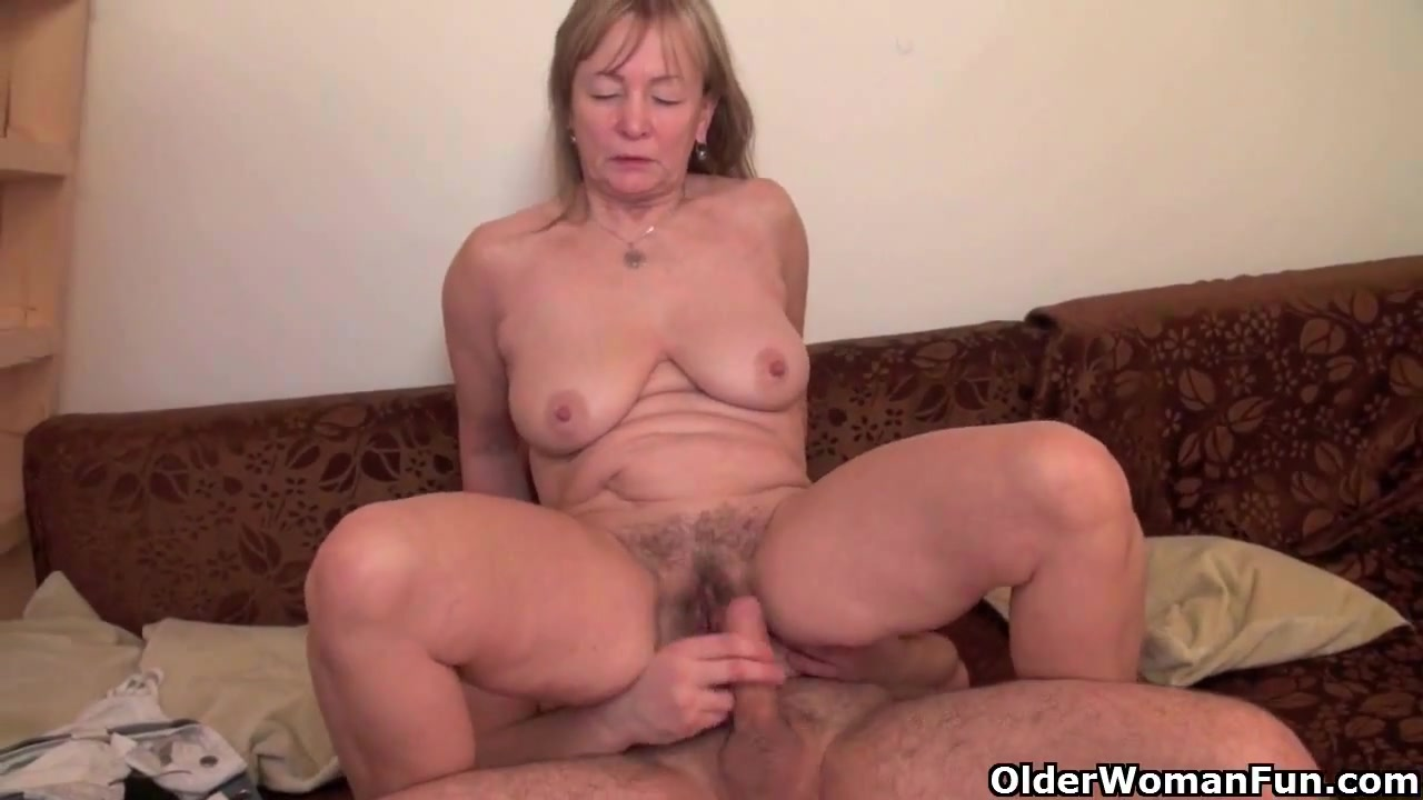 Adult gallery Cumshot on hairy pussy