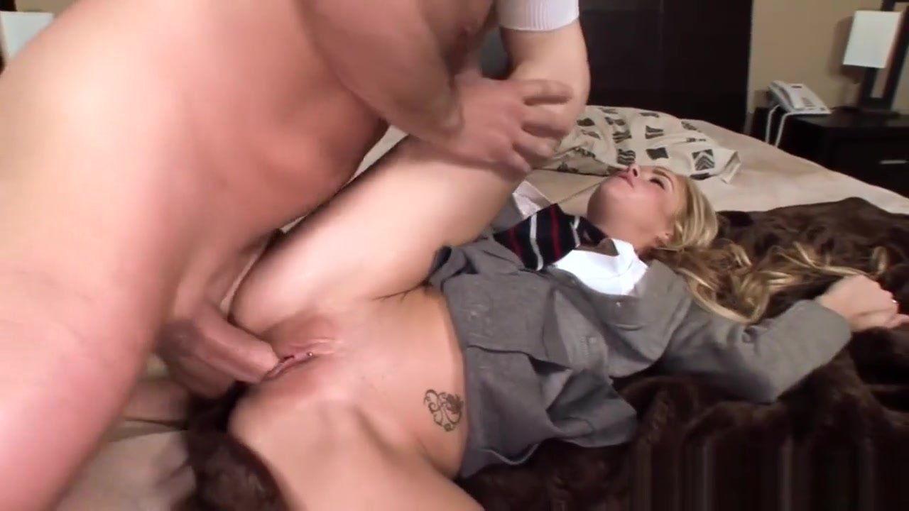 Hot Nude Gorgeous blonde milf masturbating!