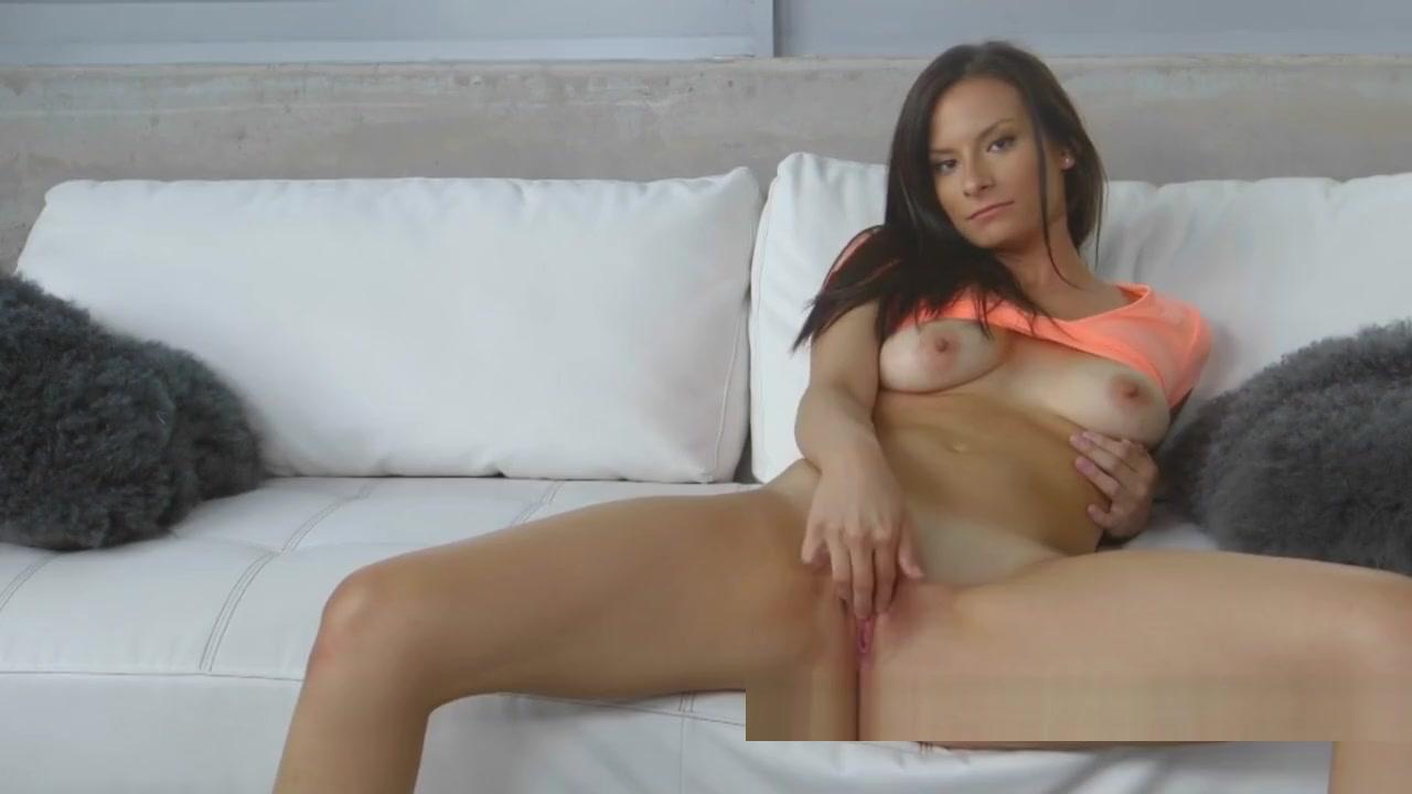 Mexican girl shows her big tits Hot xXx Pics