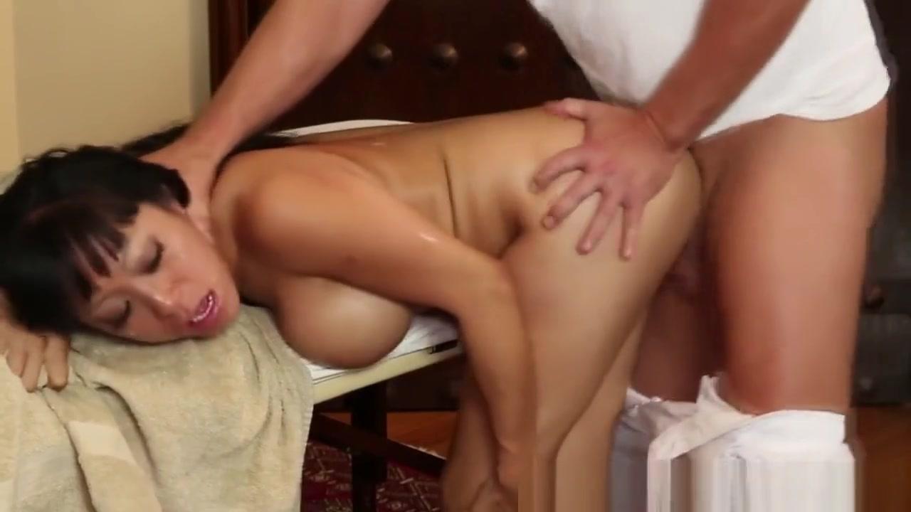 Asian Massage Babe Deepthroats Before Sex