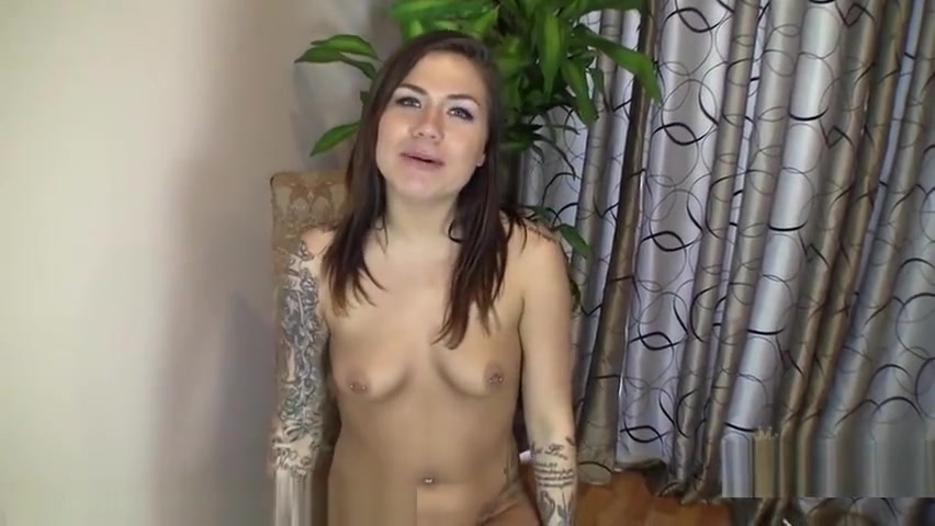 Pics Gallery Pretty girl gives blowjob