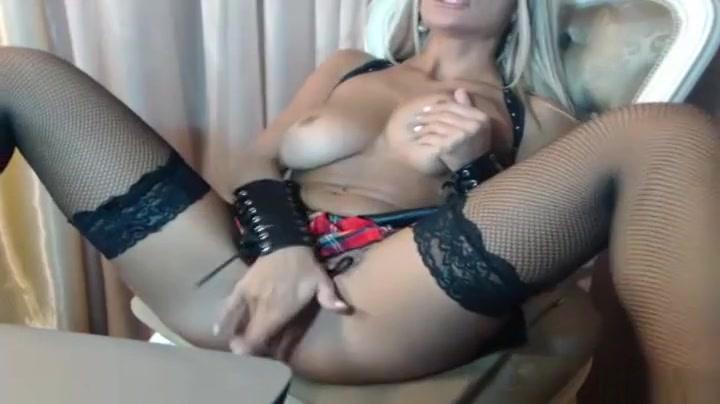 Tempting breasty female in beautiful amateur video